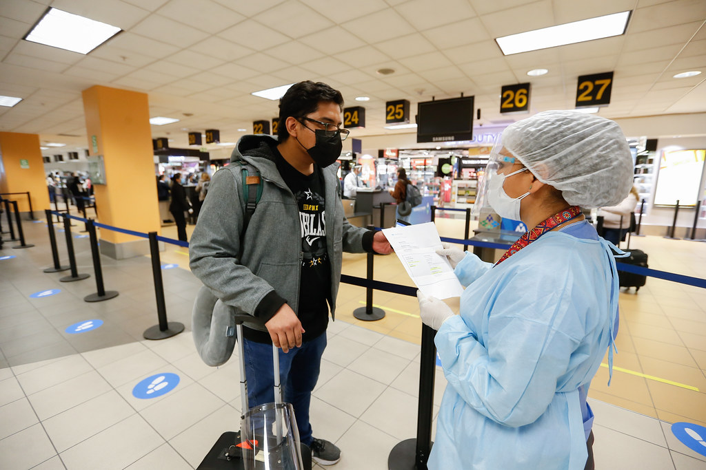 Ocho pasajeros provenientes del exterior dieron positivo a la COVID-19 (Foto: Minsa).