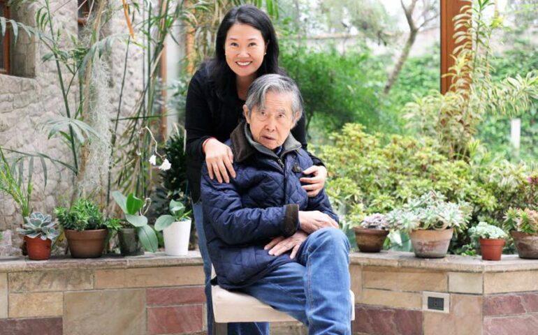 Keiko Fujimori posa junto a su padre, Alberto (Foto: Facebook).