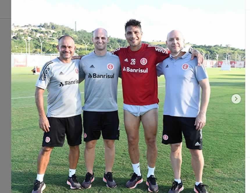 Paolo Guerrero sonrie junto a integrantes del Inter (Foto Instagram).