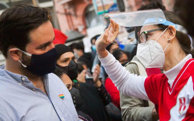 Alberto de Belaunde junto a jóvenes que participaron en la marcha de noviembre del 2020 (Foto: Facebook Alberto de Belaunde).