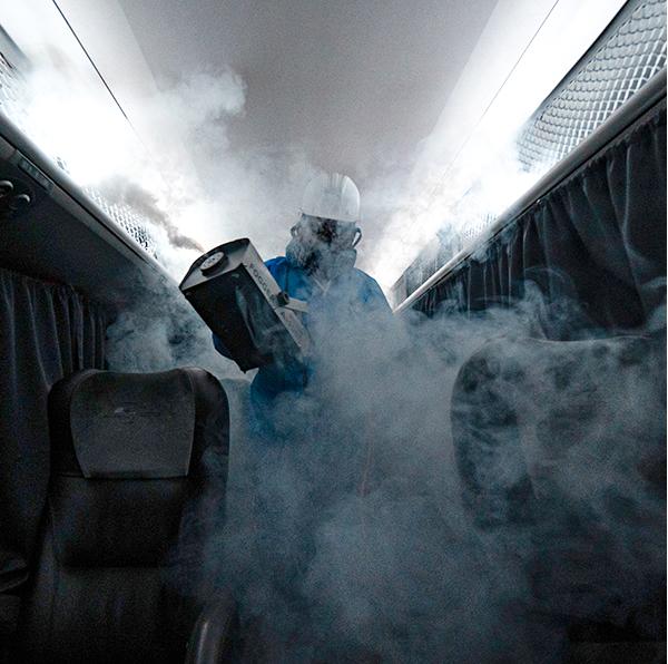 Desinfección de buses (Foto: Cruz del Sur).