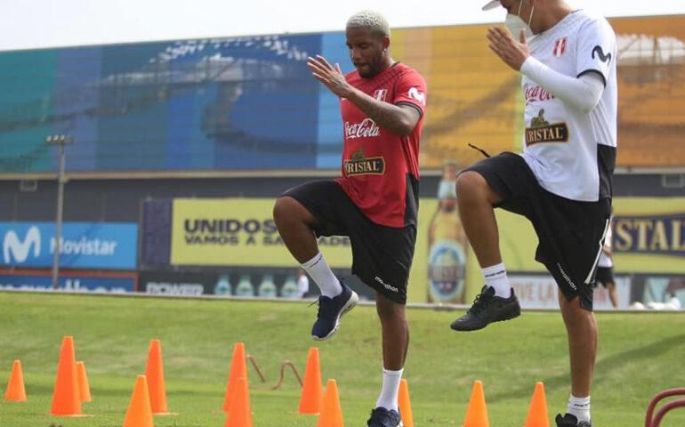 Farfán no puerde el paso (Foto:FPF).