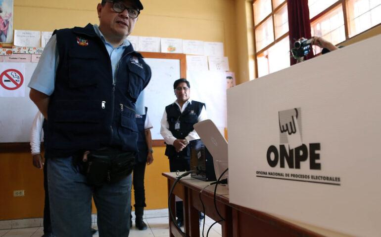 Adolfo Magno Castillo Meza cuando ejercía la jefatura de la ONPE (Foto: ONPE).