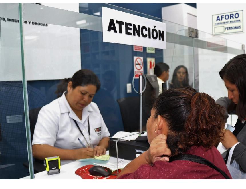 Mayor es la consulta por un tema de salud en una farmacia que en un centro médico (Foto: Digemid).