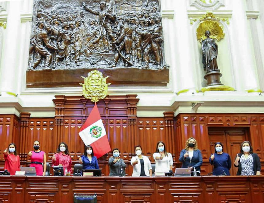 Parlamentarias en su labor diaria en el Día Internacional de la Mujer (Foto: Congreso de la República).