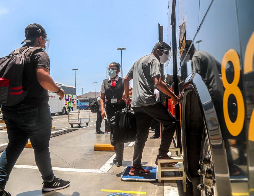 Pasajeros abordan buses interprovinciales (Foto: MTC).