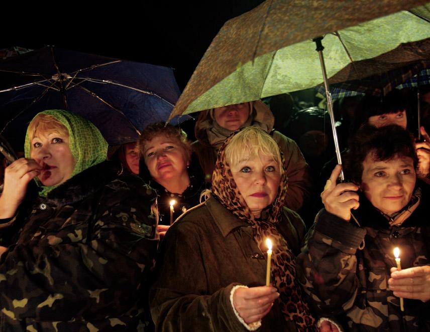 Recuerdo con velas a las vìctimas por la expolosión de la Central Nuclear V.I. Lenin de Chernóbi (Foto: historia.nationalgeographic).