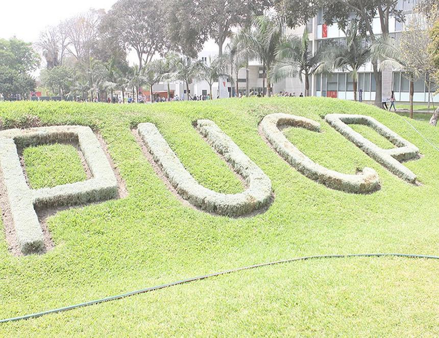 Inscripciòn sobre la PUCP (Foto: PUCP).