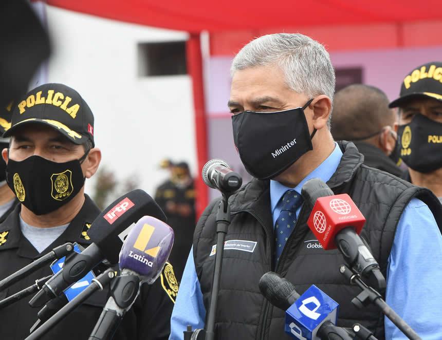 Ministro del Interior, José Elice declara a la prensa (Foto: Mininter).
