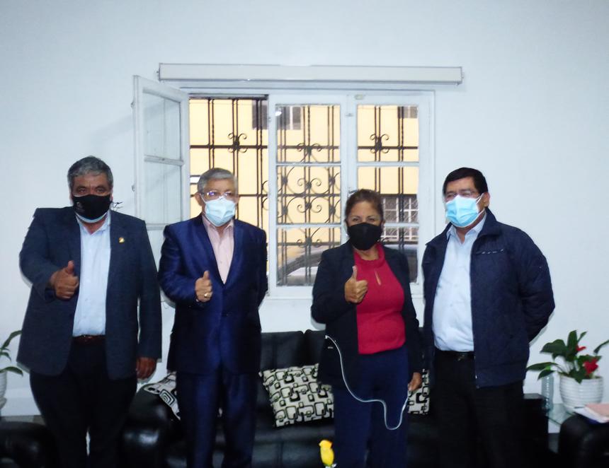 Rectora UNI, Luz Eyzaguirre, junto a funcionarios y autoridades tras Audiencia de Conciliación UNI-MINSA.