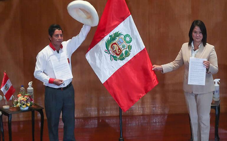 Keiko Fujimori y Pedro Castillo firman el compromiso con la iniciativa Proclama Ciudadana - Juramento por la Democracia (Foto: andina).