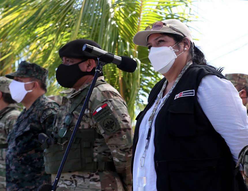 Ministra de Defensa, Nuria Esparch en San Miguel del Ene (Foto: MINDEF).