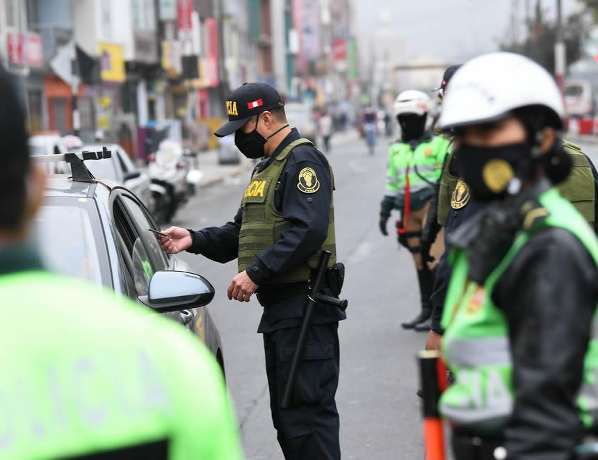 Control policial en toque de queda (Foto: Mininter).