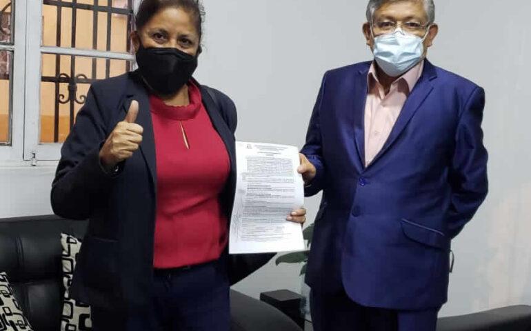 Rectora interina UNI, Luz Eyzaguirre Gorvenia y Procurador Minsa, Carlos Cosavalente Chamorro tras firma de Acta de Conciliación.