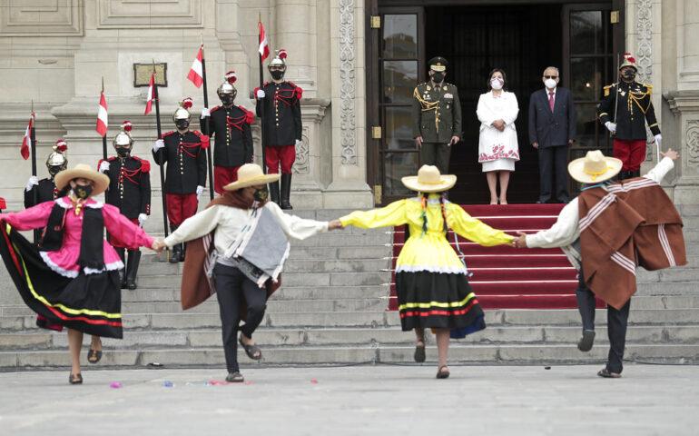 """El """"Cilulo"""" uno de las danzas tradicionales más famosas del carnaval de Cajamarca, se mostró hoy en Palacio de Gobierno (Fopo: Presidencia de la República)."""