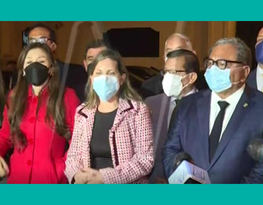 Congresistas en Palacio (Captura Facebook).