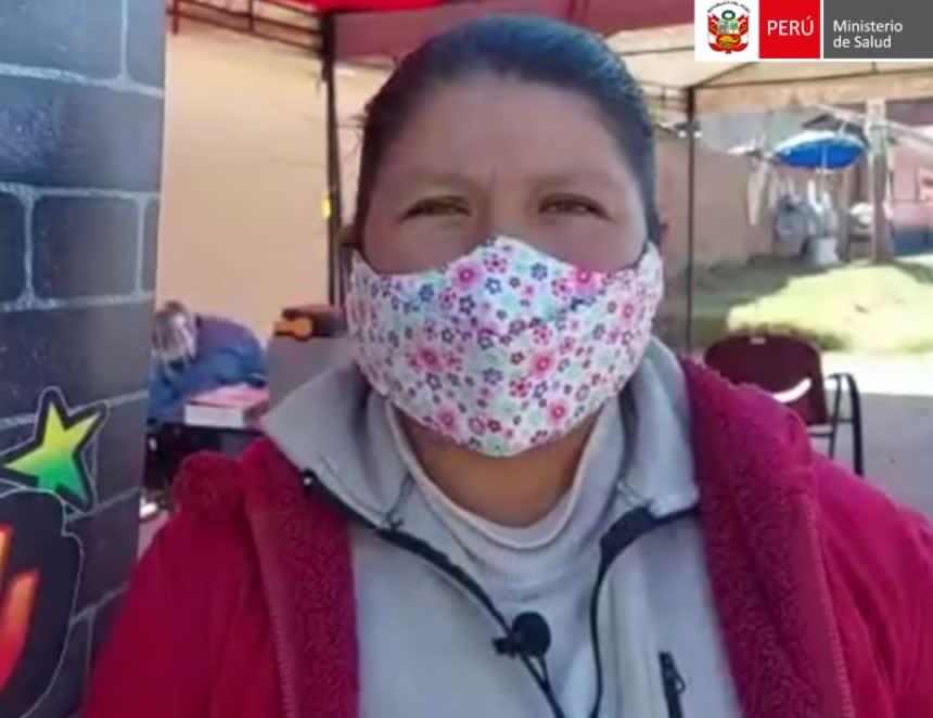 Mujer recorrió 12 kilómetros para recibir su primera vacuna anticovid 19 (Captura video).