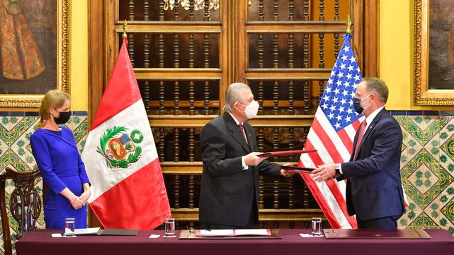 Firma de convenio entre Perú y EEUU (Foto: Cancillerìa Perú).