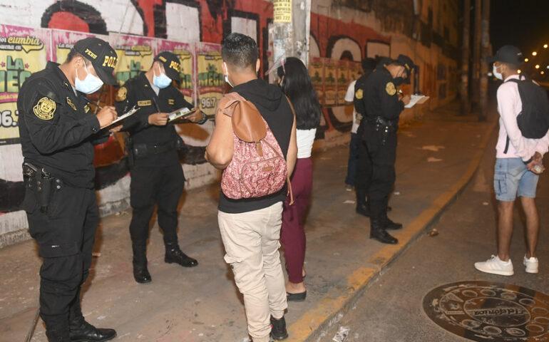 Intervención a infractores de las medidas dispuestas por la pandemia de la covid 19 (Foto: Mininter)