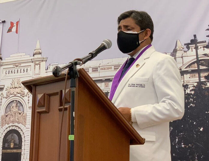 César Portella, decano del Colegio Médico del Perú (Foto: CMP).