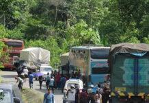 Productores de coca mantienen bloqueado varios puntos de la Carretera Interoceánica (Foto:Región Puno Facebook).